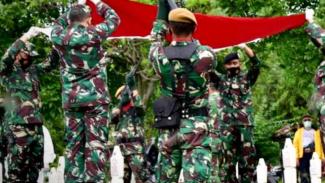 VIVA Militer: Prosesi pemakaman Brigjen TNI Agus Hernawan