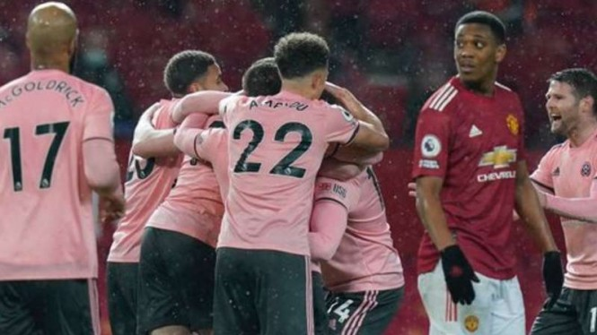 Pemain Sheffield United rayakan gol ke gawang Manchester United.