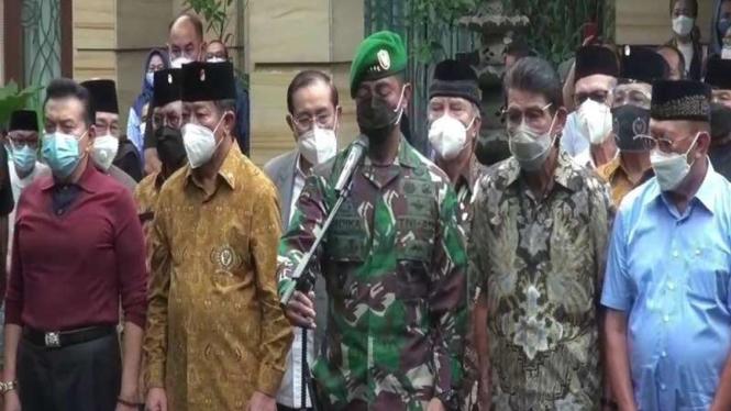 KSAD Jenderal Andika Perkasa (tengah)