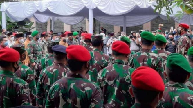 VIVA Militer: Prosesi pemberangkatan jenazah Jenderal TNI Wismoyo Arismunandar.