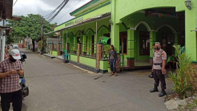 Imam Masjid di Depok ditodong orang tak dikenal.