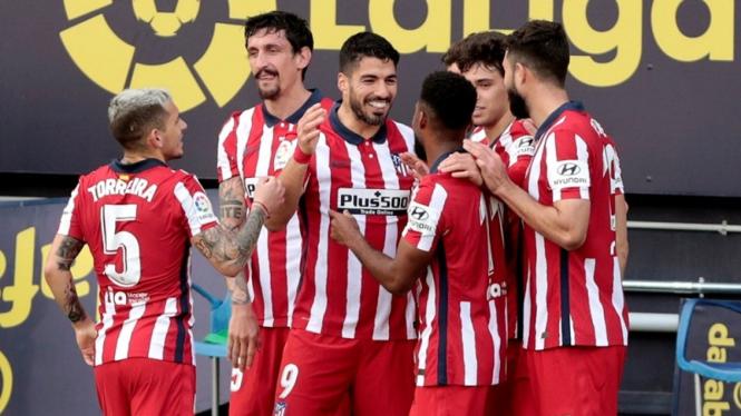 Pemain Atletico Madrid merayakan gol