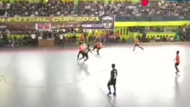 Viral pertandingan futsal antara Polsek Medan Kota Vs Alwashliyah langgar prokes