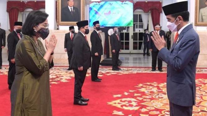 Presiden Jokowi Saat Melantik Sri Mulyani, Erick Thohir dll Menjadi Dewas LPI