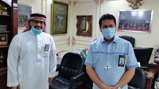 Konsul Haji KJRI Jeddah, Endang Jumali (kanan)