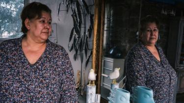 https://thumb.viva.co.id/media/frontend/thumbs3/2021/02/04/601bcc8a5db73-kisah-seorang-perempuan-yang-berjuang-untuk-membuktikan-dia-masih-hidup_375_211.jpg