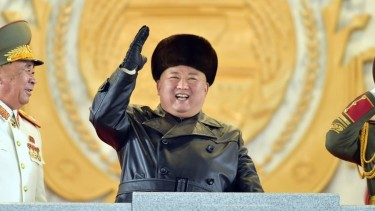 https://thumb.viva.co.id/media/frontend/thumbs3/2021/02/04/601c00ef9b62f-covid-19-di-korea-utara-tak-tercatat-ada-kasus-tapi-akan-terima-sekitar-dua-juta-dosis-vaksin_375_211.jpg