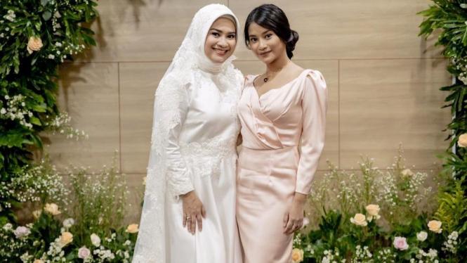 Ikke Nurjanah dan putrinya
