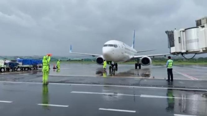 Pesawat Garuda Indonesia mendarat di Bandara Ahmad Yani Semarang  pasca banjir