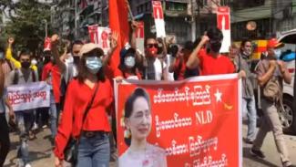 Aksi unjuk rasa di Yangon, Myanmar, memprotes kudeta militer
