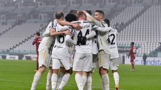 Pemain Juventus merayakan gol ke gawang AS Roma