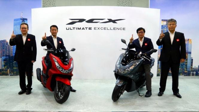 Jajaran BOD PT AHM berfoto bersama All New Honda PCX