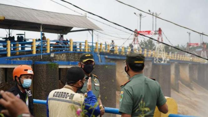 VIVA Militer: Danrem 061/SK memantau debit air di Bendungan Katulampa, Bogor