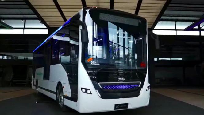 Bus listrik buatan karoseri Laksana