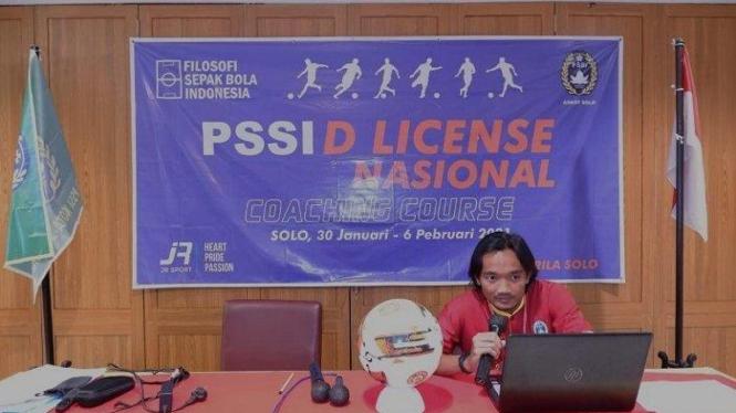 Gelandang Persita, Taufiq Febriyanto ikut Kursus Kepelatihan.