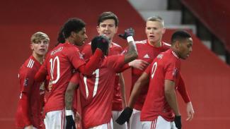 Para pemain Manchester United merayakan gol Scott McTominay