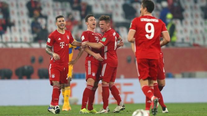 Bek Bayern Munich, Benjamin Pavard, merayakan gol