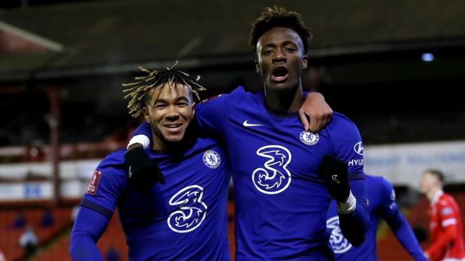 Striker Chelsea, Tammy Abraham, usai cetak gol ke gawang Barnsley