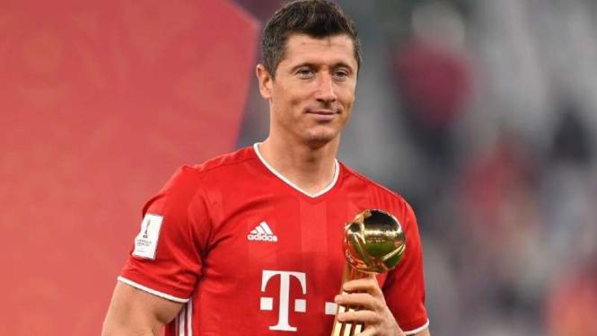 Robert Lewandowski sabet Bola Emas Piala Dunia Klub 2020.
