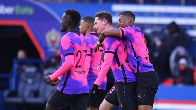 Pemain PSG merayakan gol