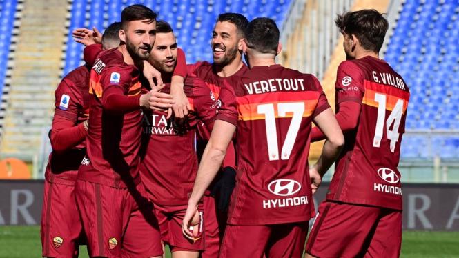 Pemain AS Roma merayakan gol