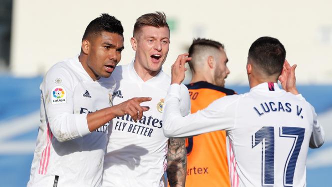 Casemiro dan Toni Kroos (tengah) saat Real Madrid merayakan gol