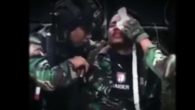 VIVA Militer: Prajurit Yonif Raider 715/MTL terluka di Papua.