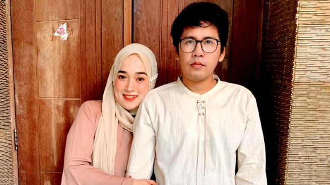 Keyboardis Sabyan Gambus, Ahmad Fairuz (Ayus) bersama istrinya