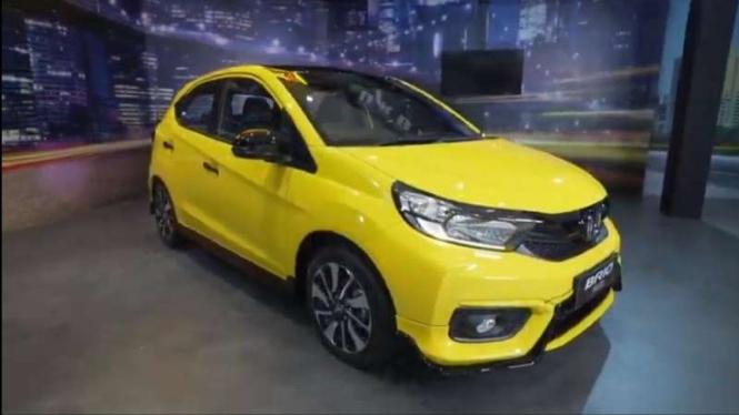 Mobil Honda Brio Urbanite meluncur di Indonesia.