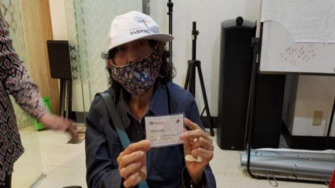 Salah seorang anggota lansia yang mencairkan pembayaran dana KSP Indosurya