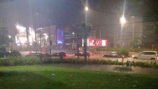 banjir di depan Gandaria City