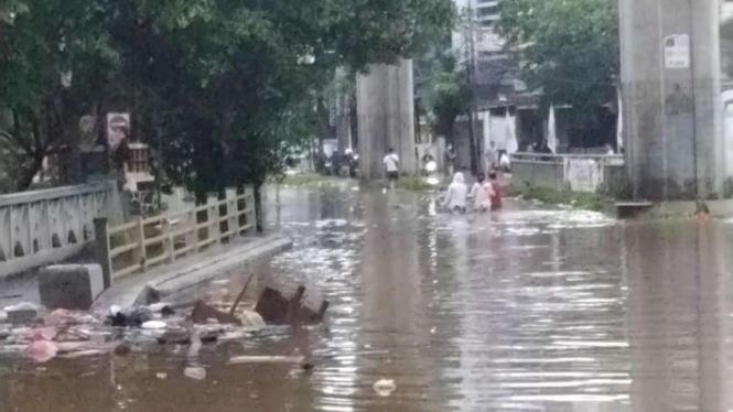 Banjir di Jl. Tendean, Jakarta Selatan.
