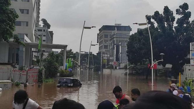 Penampakan banjir di Kawasan Kemang, Jakarta Selatan.