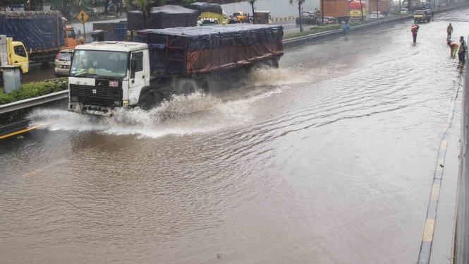 Ilustrasi banjir di tol