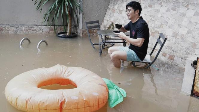 Rumah Nicky Tirta kena banjir