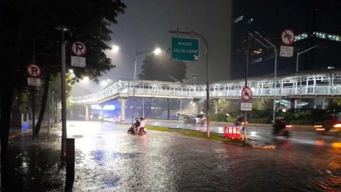 Banjir di Semanggi menuju jalan Gatot Soebroto