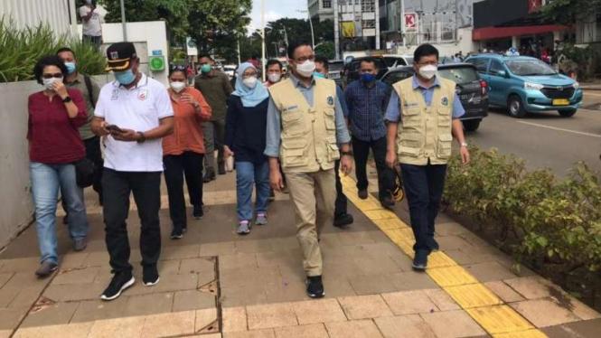 Gubernur DKI Jakarta, Anies Baswedan, mengunjungi kawasan Kemang.