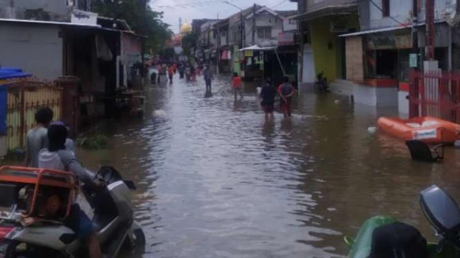 Banjir di Ciledug Indah Tangerang, Minggu, 21 Februari 2021.