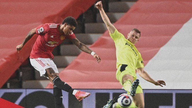 Marcus Rashford membobol gawang Newcastle United.