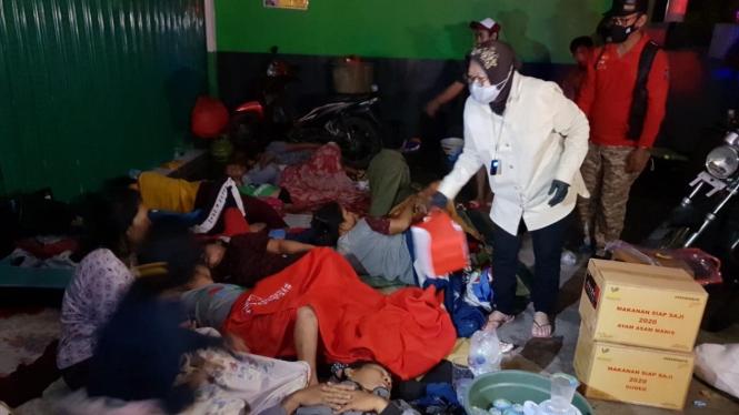 Mensos Risma berikan bantuan logistik untuk warga terdampak banjir di Kabupaten Bekasi
