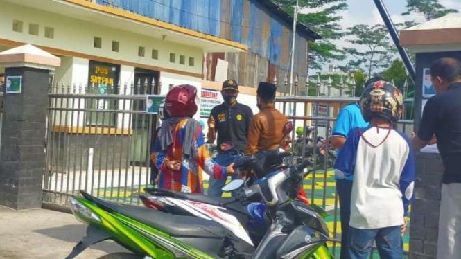 Kantor Pengadilan Agama (PA) Kabupaten Garut Jawa Barat, ditutup sementara.