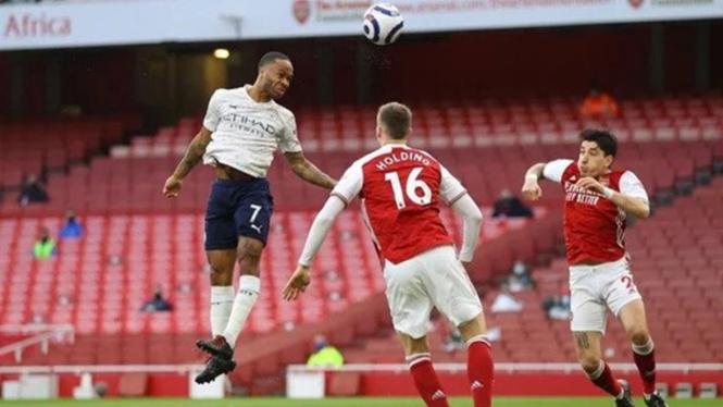 Raheem Sterling mencetak gol untuk Manchester City saat melawan Arsenal