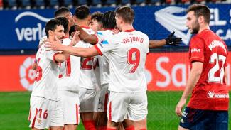 Para pemain Sevilla rayakan gol ke gawang Osasuna.