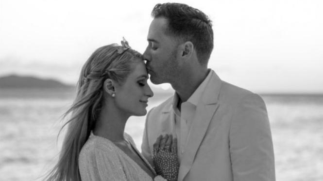Paris Hilton dan Carter Reum.