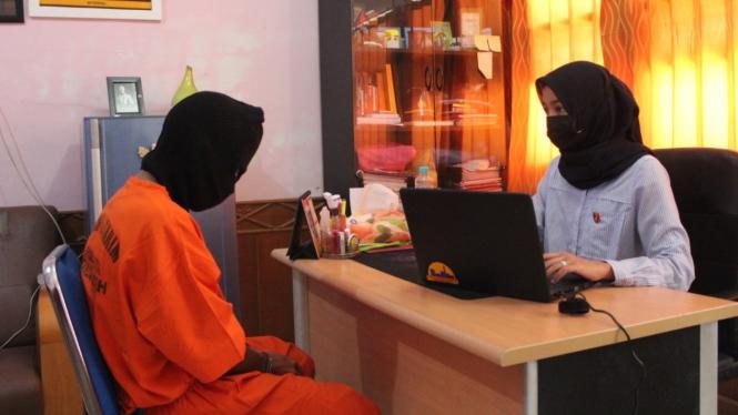 Pelaku pemerkosa anak tiri di Aceh Besar.