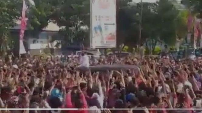 Kerumunan massa kerubuti Jokowi di Maumere, NTT