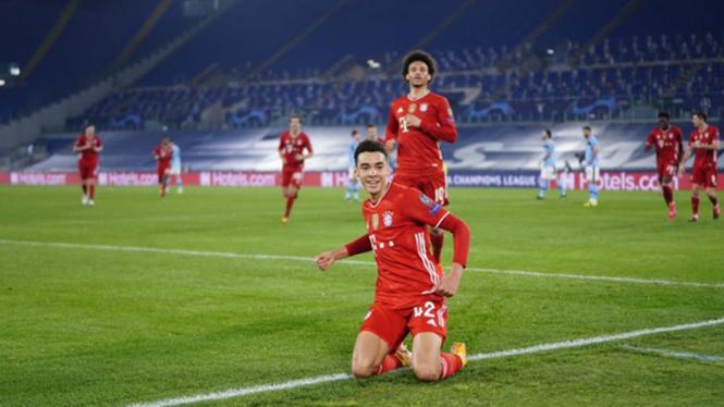 Pemain Bayern Munich, Jamal Musiala lakukan selebrasi.