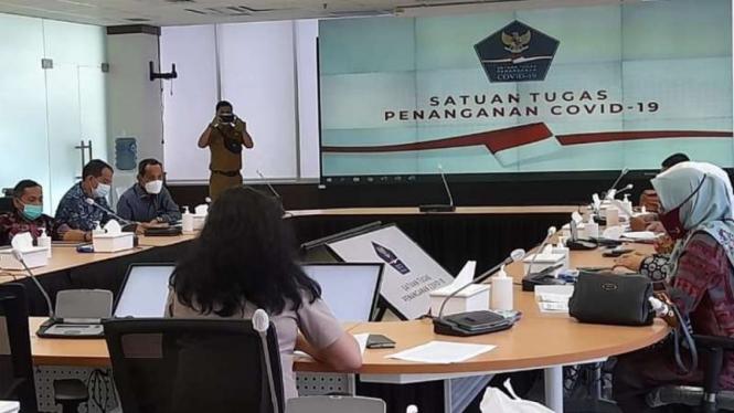 Forum rapat konsultasi Panitia Khusus Penanganan COVID-19 DPRD Sumatera Barat dengan Satgas COVID-19 di Graha BNPB, Jakarta, pada Rabu, 24 Februari 2021.
