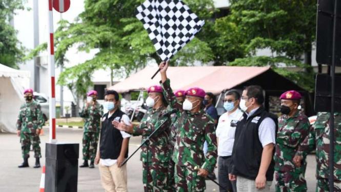 VIVA Militer: Mayjen TNI (Mar) Suhartono melepas bantuan untuk korban banjir