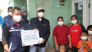 Penyaluran 500 pcs masker dari Bakrie Amanah.